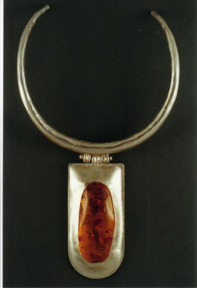 ca5c4939fdeb10 collir ambre   Frédérique Melon Bijoux